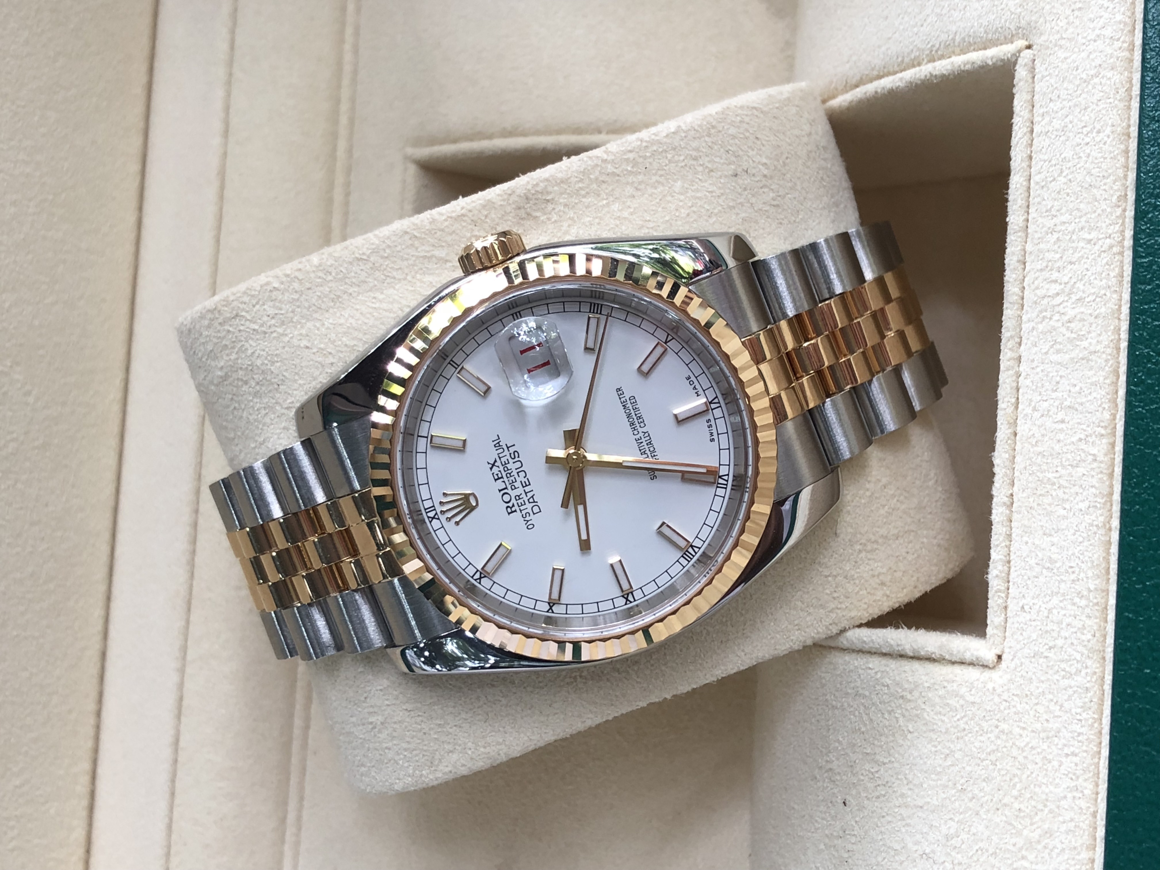Rolex 116233 mặt men trắng demi vàng 18k đời 2003/2004
